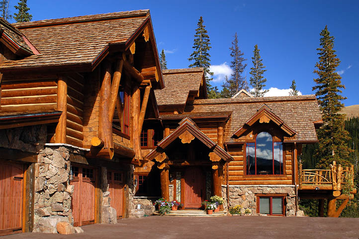 Log home back view